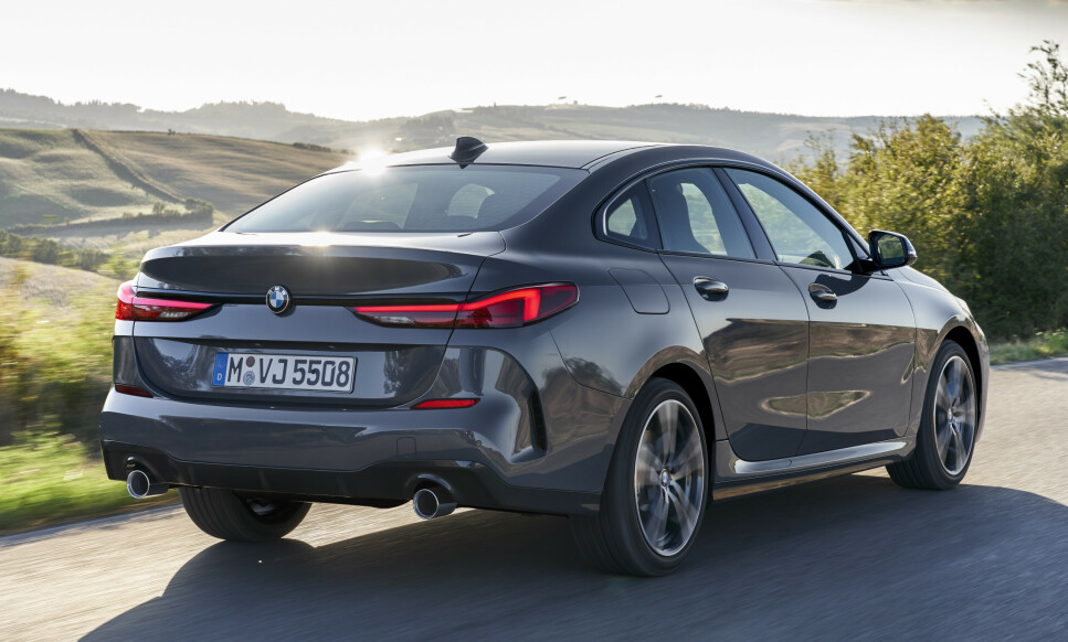 HELT NY MODELL: BMW 2-serie Gran Coupe føyer seg inn i et stadig mer omfangsrikt modellprogram hos premium-produsenten og er en ny etappe i kappløpet mellom BMW og erkerivalen Mercedes-Benz, som allerede har en modell i denne klassen, nemlig CLA Coupé. Foto: BMW