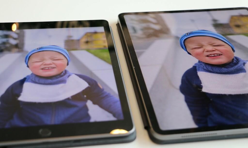 ULIKT DESIGN: Standard-iPad-en (til venstre) har det klassiske iPad-designet med tykke rammer i toppen og bunnen med hjemknapp. Nye iPad Pro (til venstre) har den samme smale rammen hele veien rundt, og kommer helt uten hjemknapp. På baksiden er designet også forskjellig. Foto: Kirsti Østvang