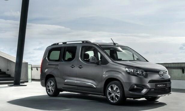 ELEKTRISKE VAREBILER: Neste år kommer både Toyota ProAce og ProAce City som rene elbiler. Begge er søstermodeller til biler fra Peugeot og Citroen. Foto: Toyota