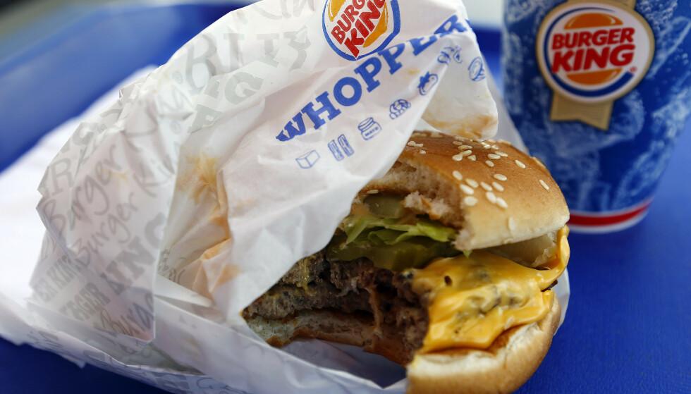 BURGER KING PÅ DØRA: Ett år etter at McDonalds startet med hjemlevering, kan du nå også få burger fra Burger King på døra. Foto: NTB scanpix