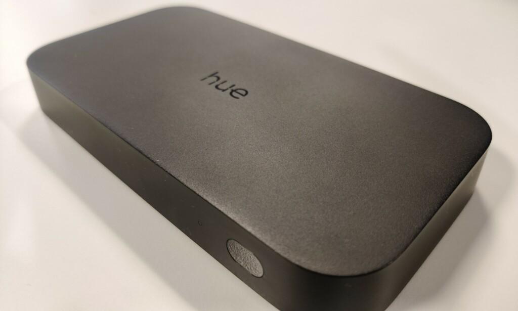 HUE HDMI SYNC BOX: Den nye Hue-boksen er ikke stort større enn en Apple TV. Foto: Martin Kynningsrud Størbu