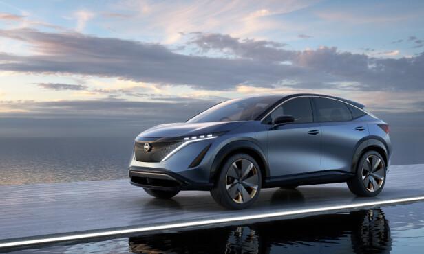 NY RETNING: Nissan viser oss her nye designtakter, med avrundet formgivning og svært smale LED-lykter. Men fronten viderefører likevel V-Motion-temaet. Foto: Nissan