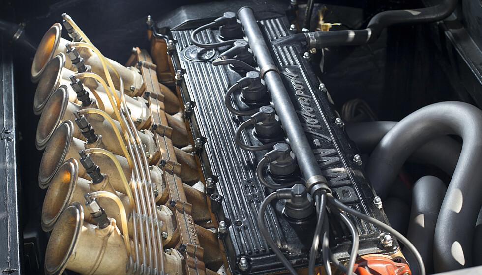 <strong>KUNSTVERK:</strong> BMWs største bidrag til bilen er utvilsomt den fantastiske rekkesekseren. Og med en slik blåserekke ser den ekstra grom ut ... Foto: Kasper Van Wallinga