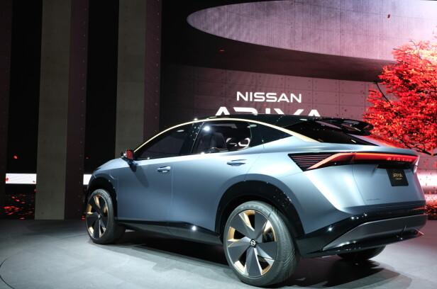 HELTRUKKET: Som Audi e-tron har Nissan Ariya en tversgående forbindelse mellom baklyktene på hver side. Foto: Rune Korsvoll