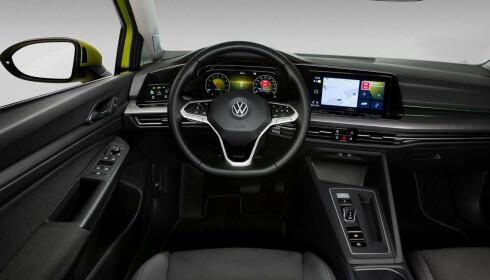 FØRERMILJØET: Slik ser helt nye VW Golf ut fra førersetet. Foto: Volkswagen