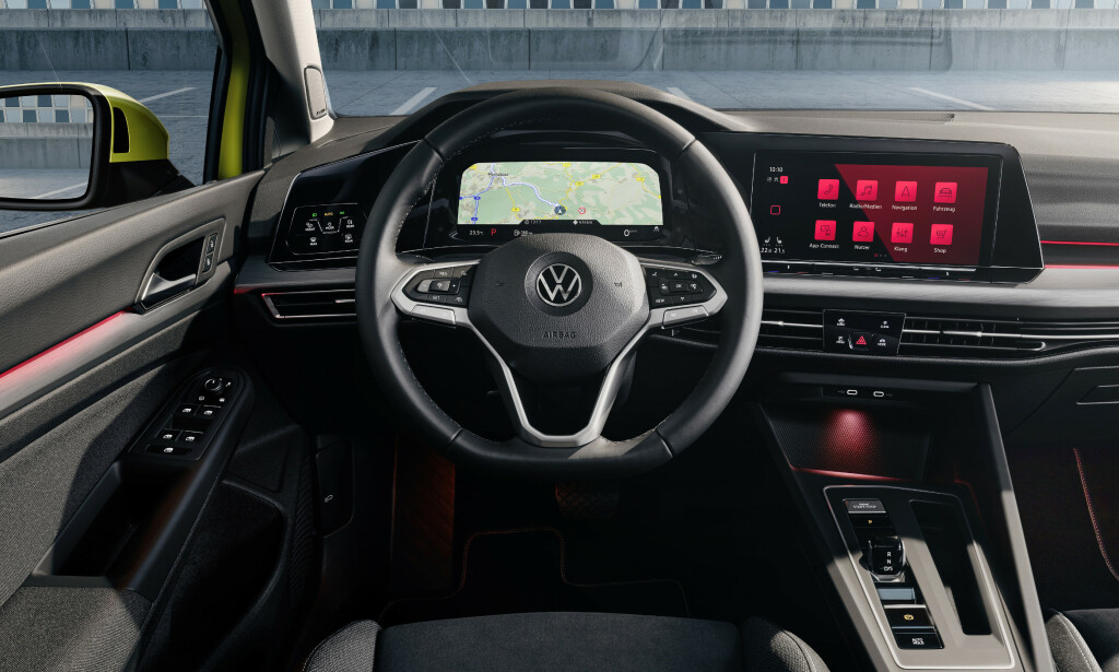 MER SOM AUDI: Digital cockpit med ulike mulige konfigurasjoner - som her, med kartet i instrumentpanelet. Foto: VW