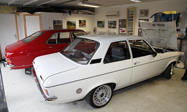 SAMLING: Fredrik eier også en Opel Ascona A som er lett stylet og trimmet. Foto: Lord Arnstein Landsem