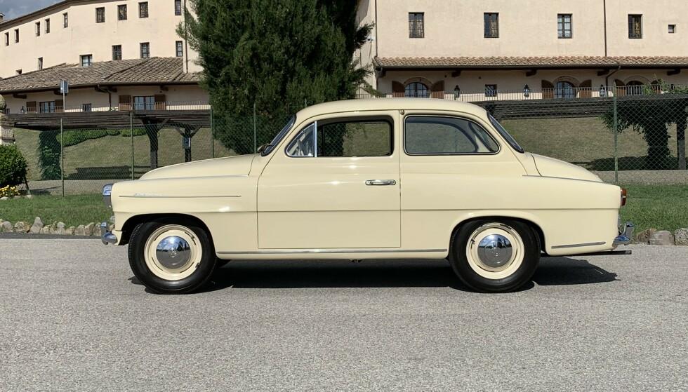 <strong>STORE FREMSKRITT:</strong> Vi kjørte også denne, her en 1960-modell Skoda Octavia. Det beste man kan si er: Sjarmerende ... Støyende, ukomfortabel og trang, grusomme kjøreegenskaper, voldsomt forurensende - men med nesten akseptabel kjørekomfort - 60 år merkes i bilverdenen. Foto: Knut Moberg