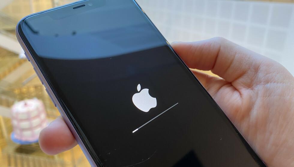 OPPDATÉR NÅ: Apple har sluppet en større oppdatering av iOS 13 med flere nye funksjoner. Foto: Kirsti Østvang