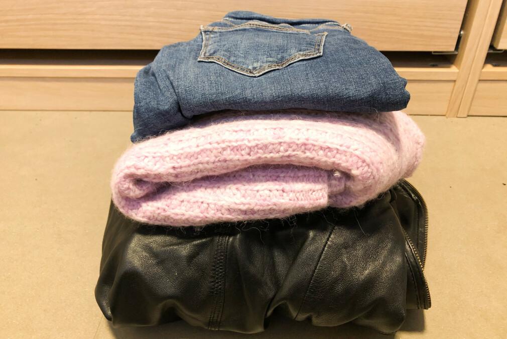 DROPP KLESVASKEN: Jeans, ull og skinn er tekstiler du ikke behøver å vaske i maskinen. Geniale rengjøringstips får du i artikkelen under! Foto: Linn Merete Rognø.