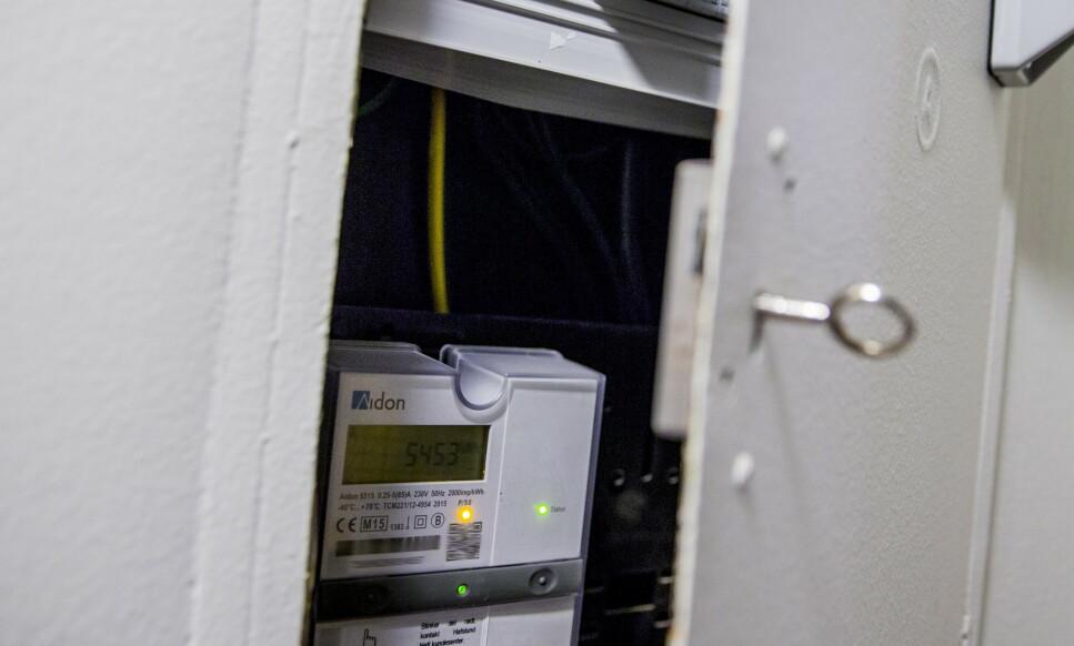FAST INVENTAR: Smarte strømmålere finner i de fleste norske sikringsskap. Måleravlesning av disse strømmålerne skal bidra til å digitalisere, effektivisere og innovere kraftbransjen, blant annet gjennom forretningsprosesser i kraftmarkedet og nettdrift. Foto: Stian Lysberg Solum/NTB Scanpix.