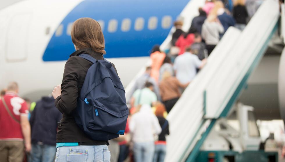 BEEN THERE, DONE THAT: De fleste av oss har stått å hutret eller fått heteslag på flyoppstillingsplassen på grunn av kø inn i flyet. Nå har Gatwick sett på alternative ombordstigningsmåter for å gi reisende en mer effektiv og komfortabel reise, og resultatene er gode. Foto: Shutterstock/NTB Scanpix.