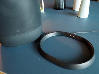 LADESTASJON: Du setter Sonos Move oppi denne ringen for å lade opp batteriet. Foto: Kirsti Østvang
