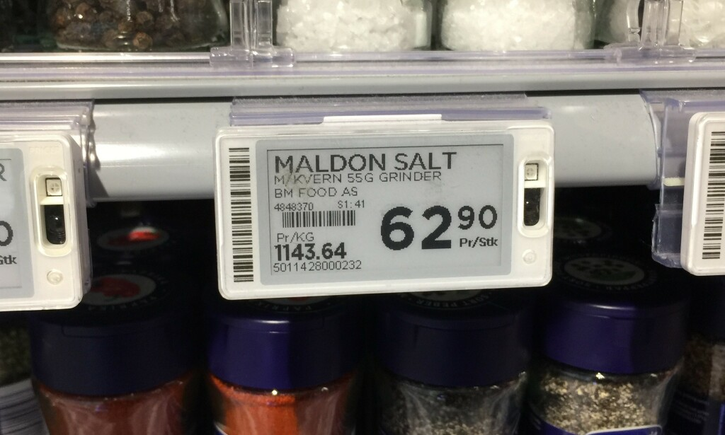 STIV PRIS: På Meny må du ut med 1143 kroner pr kilo, dersom du velger Maldon salt. Til sammenligning koster 1 kg Jozo salt 7 kroner og 90 øre i samme butikk. Foto: Lena-Christin Kalle