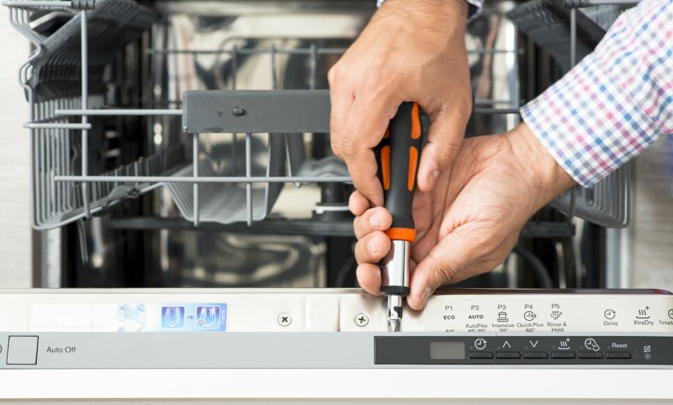 LETTERE Å REPARERE: EU stiller nå strengere krav til produsentene av elektronikk og elektriske produkter. De må besørge tilgjengelighet på reservedeler i opptil 10 år, noe som skal gjøre det lettere for forbrukere å kunne få reparere produkter som går i stykker. Foto: Shutterstock/NTB scanpix