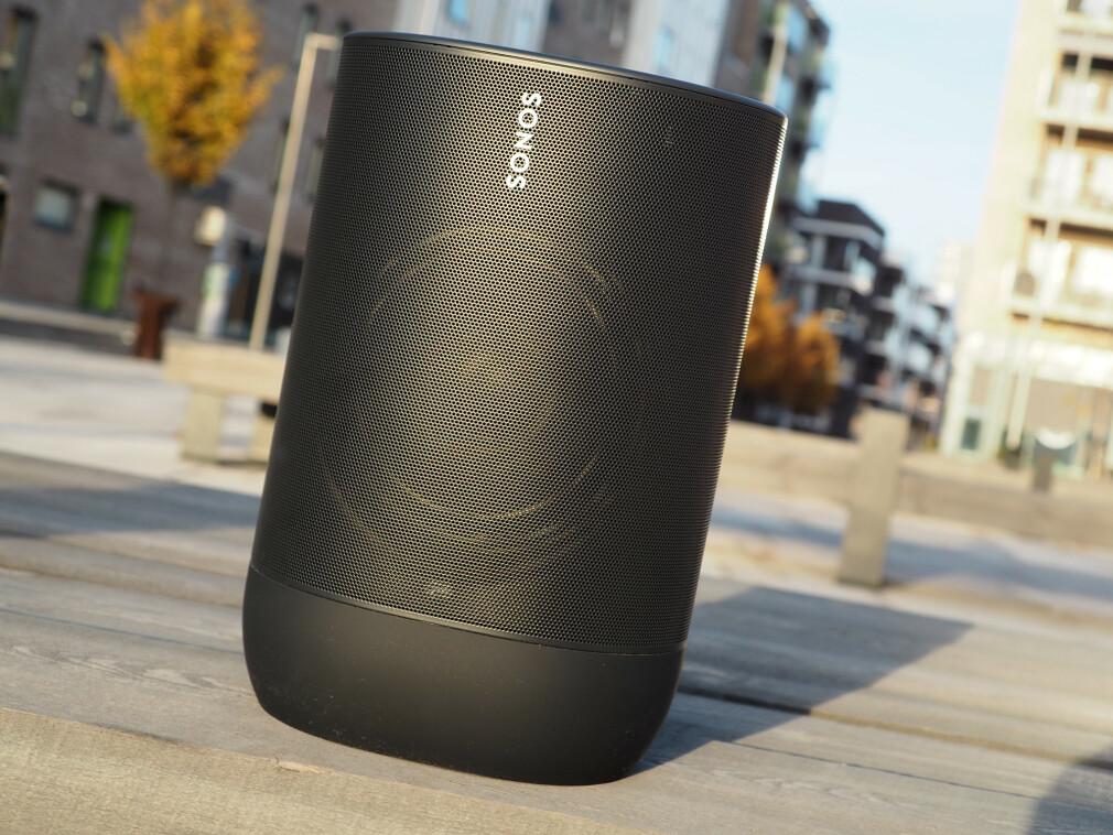 GOD, STOR OG DYR: Sonos Move er en svært bra trådløs høyttaler, men både størrelsen og prisen kan avskrekke noen. Foto: Kirsti Østvang