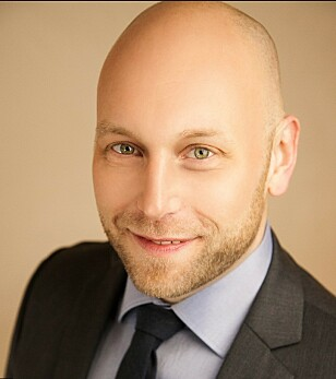 HJELPER DEG: Teknologiredaktør Pål Joakim Pollen i Dinside har lang erfaring med å avsløre svindel-eposter. Her viser han hvordan du kan avsløre kjeltringene. Foto: Dinside