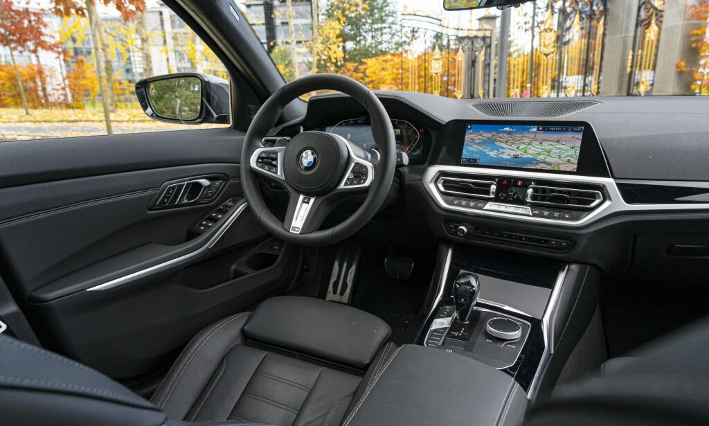 KVALIITI: BMW kan interiør. Alt er lagt opp med sjåføren i fokus for å gi en best mulig kjøreopplevelse. Foto: Jamieson Pothecary