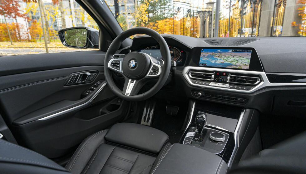 <strong>KVALIITI:</strong> BMW kan interiør. Alt er lagt opp med sjåføren i fokus for å gi en best mulig kjøreopplevelse. Foto: Jamieson Pothecary
