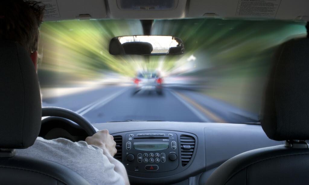 SPEKULANT: Bilførere som tilpasser kjøringen sin ved å spekulere i fartgrenser skaper fort trafikkfarlige situasjoner, mener forsikringsselskap. Foto: iStock.