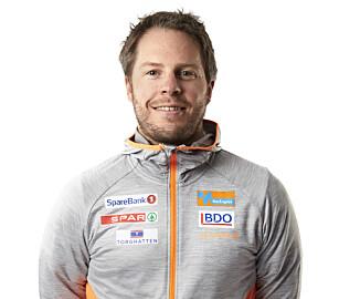 Landslagstrener Eirik Myhr Nossum oppfordrer til å kjøpe brukt. – En elleveåring trenger ikke det nyeste og beste utstyret for å prestere, heller ikke fire par ski, sier han. Foto: Sparebank 1