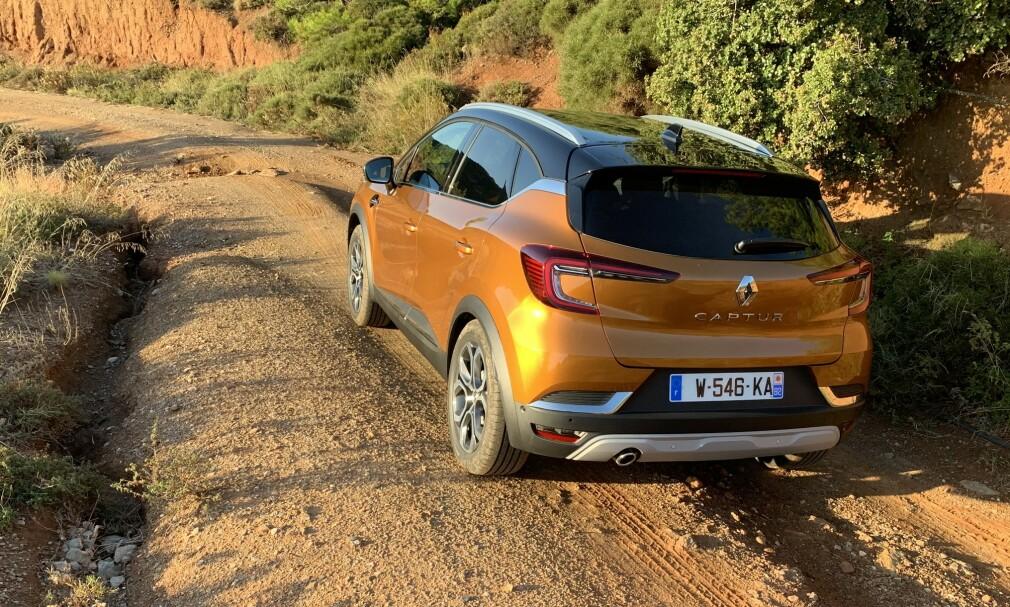 KOMMER FREM: Selv om Captur, som de fleste kompakt-SUV-er, ikke kommer med firehjulsdrift, hjelper høyere bakkeklaring (17,4 centimeter), på fremkommeligheten på dårlig underlag. Foto: Knut Moberg