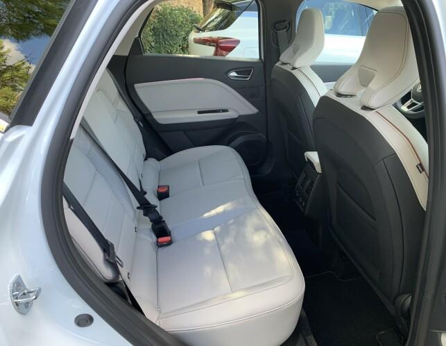BRA MED PLASS: Til å være basert på en småbil, er Captur langt fra å være trang. Foto: Knut Moberg
