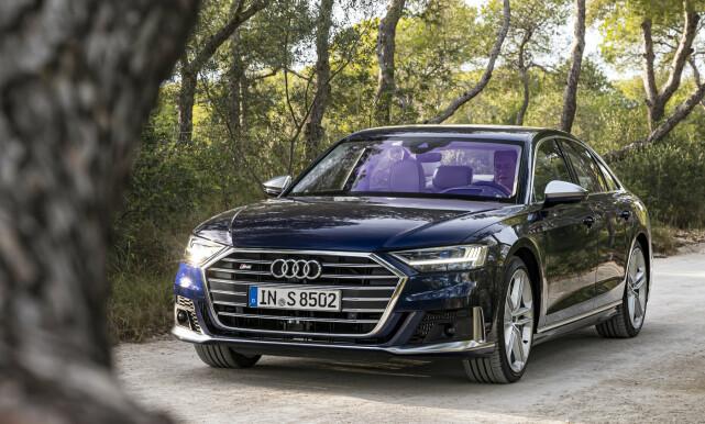 A8 ELLER S8?: Det er ikke lett å se forskjellen. Vi synes Audi kunne dratt strikken et hakk lengre. Foto: Jamieson Pothecary