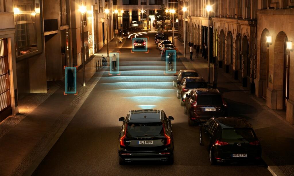 KJENNER IGJEN: De «selvkjørende» bilene har både radar, kameraer og lidar, en fjernmåler som baserer seg på tilbakespredning av lys, som skal oppdage og kjenne igjen objekter og situasjoner rundt seg i trafikken. Foto/illustrasjon: Volvo