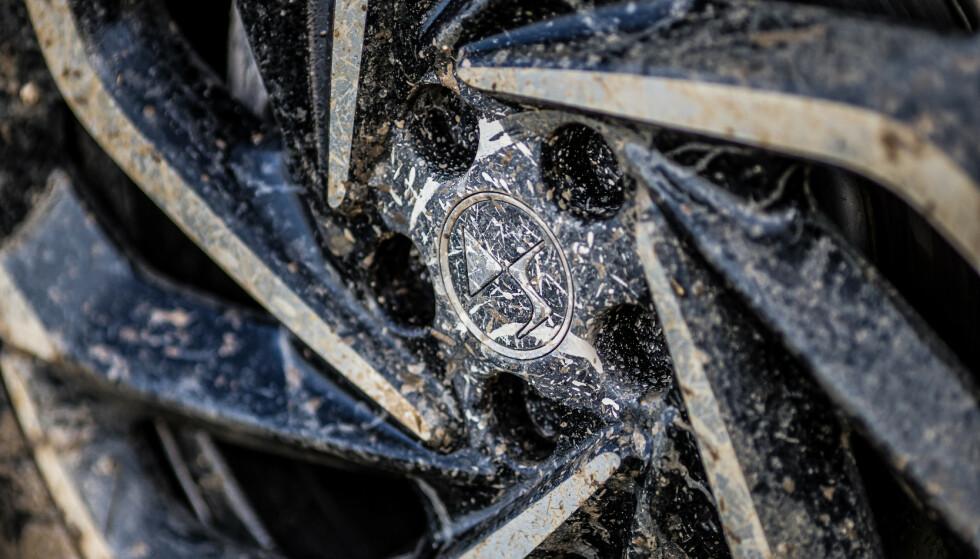 19 STANDARD: I Norge leveres ikke bilene med de smaleste sparehjulene, men 20-tommere koster ekstra. Foto: DS Automobiles