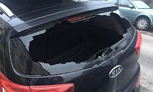 TO SEKUNDER: Det tar bare et par sekunder å bryte seg inn i bilen dersom tyven ser noe interessant gjennom vinduet. Foto: Gjensidige