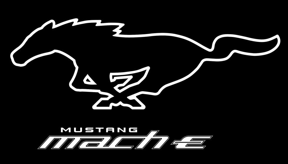 KOMMER: Mustang Mach-E avdukes fra scenen i Los Angeles kl 03.00 natt til mandag 18. november, samme dag som det er mulig å forhåndsbestille Fords nye helelektriske SUV. Foto: Ford.