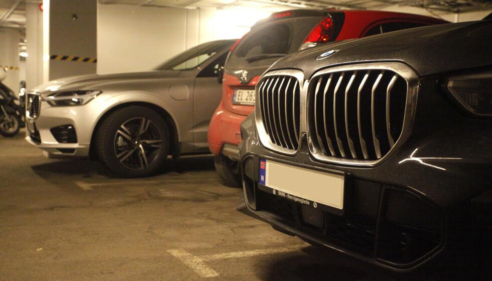 <strong>OPP- OG NEDTUR:</strong> Sølvfargede biler har stupt på nybilstatistikken, mens rødt går framover. Svart er nest mest solgt, til tross for en nedadgående tendens sammenlignet med 2014. Foto: Øystein B. Fossum