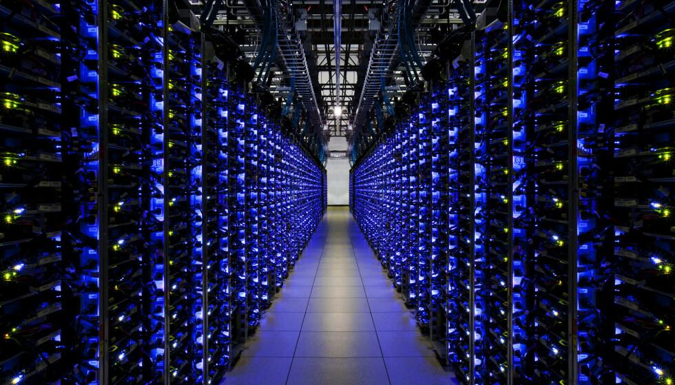 DATASENTER: Her er et bilde fra Googles datasenter, som står for maskinkraften i Stadia-tjenesten. Foto: Google