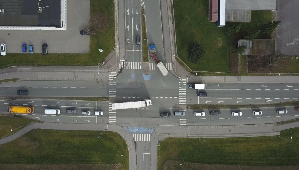 SMART LYSKRYSS: Det er i krysset ved Vallensbæk Torvevej og Park Allé utenfor København, at den intelligente lysstyringen er testet. Foto: Gate 21