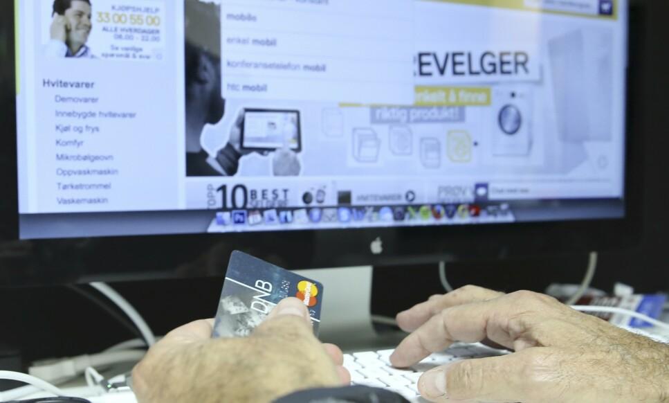 <strong>KREDITTKORTET KLART:</strong> Det anbefales å betale med kredittkort når du handler på nett. Les hvorfor i saken under. Foto: Terje Pedersen/NTB Scanpix.