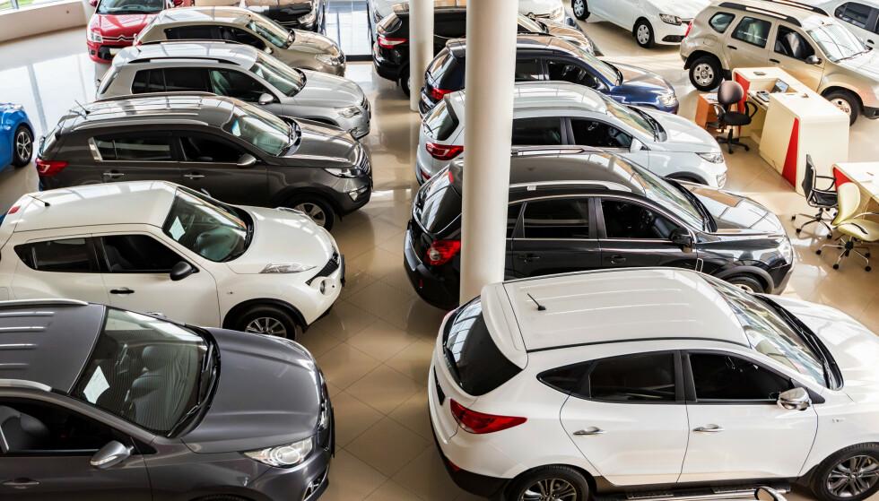 BRUKTBIL: Folk er minst fornøyde når de kjøper bruktbil fra bruktforhandlere sammenliknet med å kjøpe fra privatperson eller merkeforhandler. Foto: Shutterstock/NTB scanpix