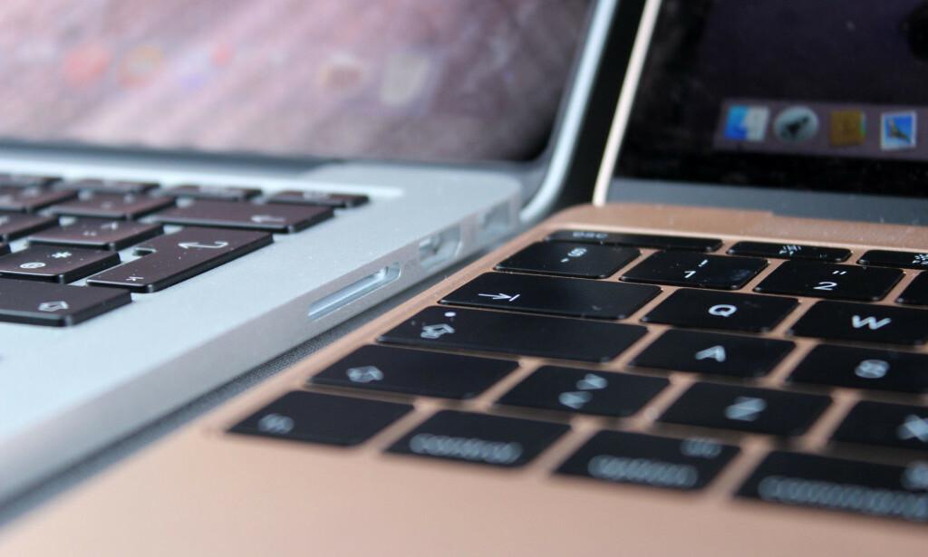 OMSTRIDT: Etter fire år med kritikk, slutter Apple å bruke sommerfugltastaturet med de flate tastene på MacBook Pro. her er den første utgaven fra 12-tommer MacBook ved siden av det forrige tastaturet på 15-tommer MacBook Pro fra 2015. Foto: Kirsti Østvang