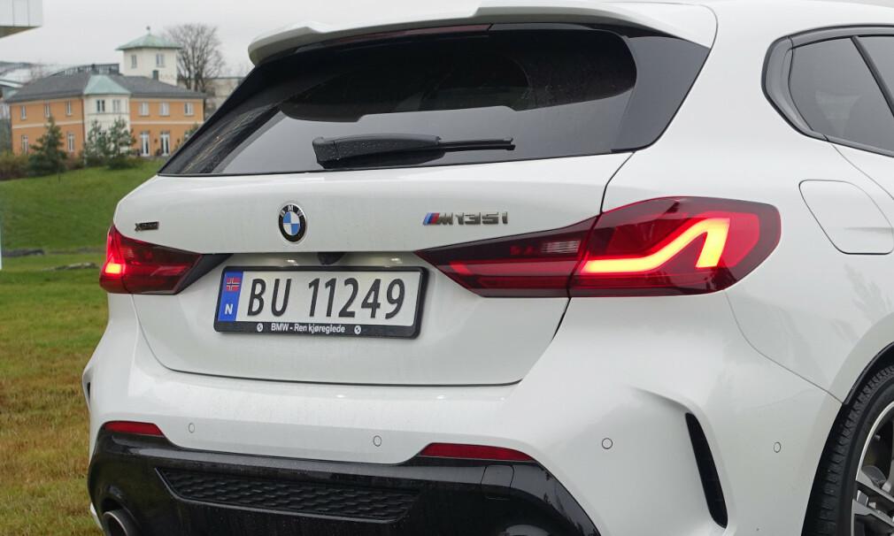 NYTT TANKESETT: BMW 1-serie følger konkurrentene og topper modellen med en 2-liters firesylindret motor på 306 hester. Foto: Rune M. Nesheim