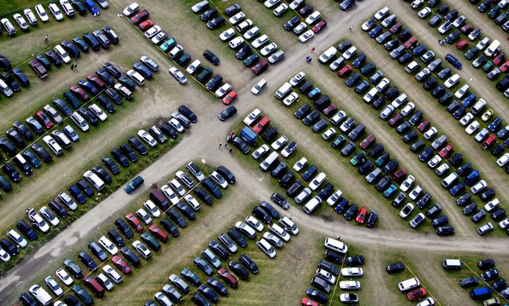 LETE ELLER TA FØRSTE OG BESTE? Det er flere måter å gå fram på, for å finne en parkeringsplass. Foto: NTB Scanpix