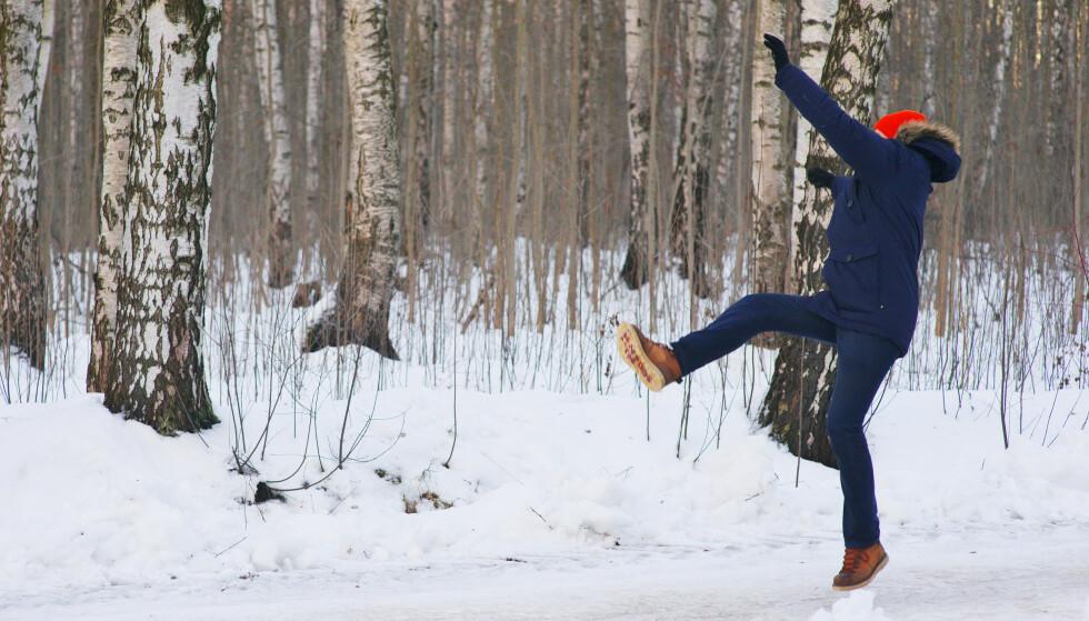 UNNGÅ FALL: Styrk kroppen - og beskytt hodet dersom uhellet er ute, råder fagfolk. Men å tenke noe videre over fallteknikk er det kanskje de færreste som rekker. Foto: Shutterstock/NTB scanpix
