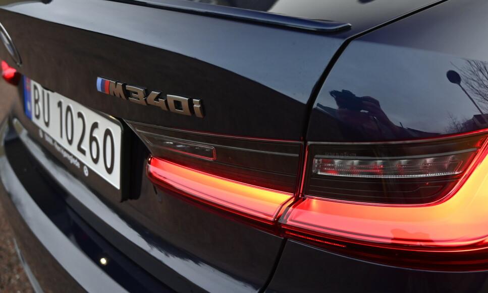 DEN BESTE BMW-EN: M340i xDrive kombinerer det beste av alt hos BMW. Den føles kompakt, lav, sprek, stram og herlig som en sportsbil og har samtidig høy komfort, lavt støynivå, god plass og fantatsiske vinteregenskaper med firehjulsdrift . Foto: Rune M. Nesheim