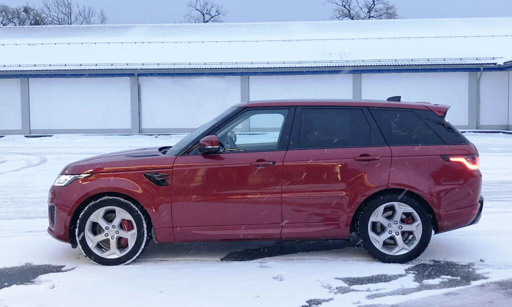 SPORTY: Sport ser langt mer sporty ut en Store Range Rover, men ønkser du sporty kjøreegenskaper må du gå for SVR med 5-liters V8 med 575 hk. Foto: Rune M. Nesheim