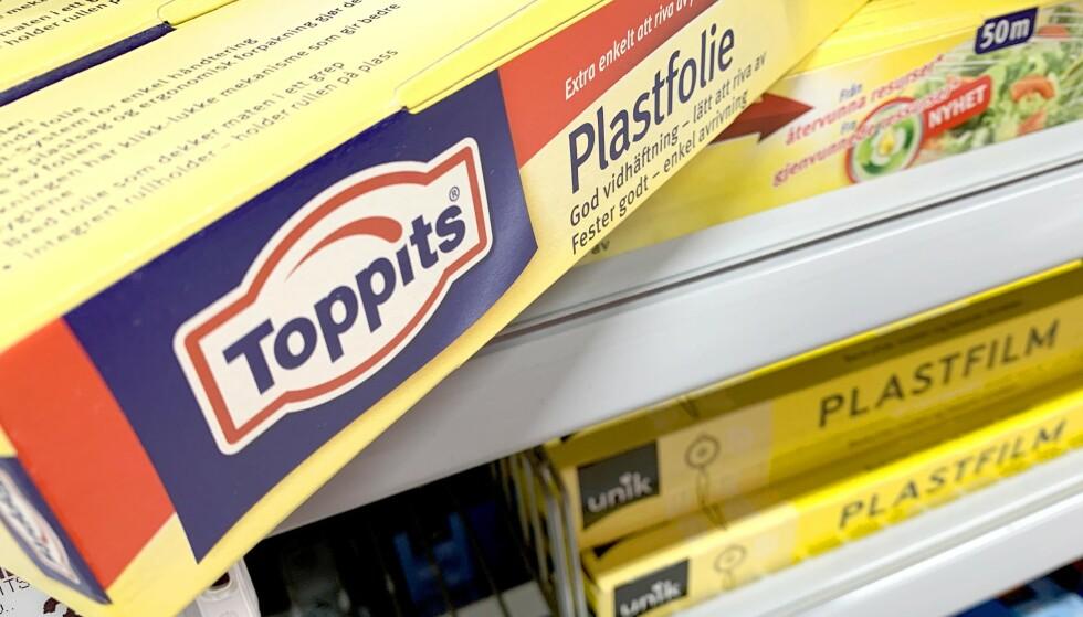 TEST AV FOLIE: Plastfolien fra Toppits er en kjenning fra norske matvarebutikker som ofte har denne som merkevareprodukt i tillegg til et billigere produkt av egen merkevare. Nå avslører en svensk test av plastfolie at Toppits-folien er dårligst i en sammenlikning med fem andre folier. Foto: Kristin Sørdal