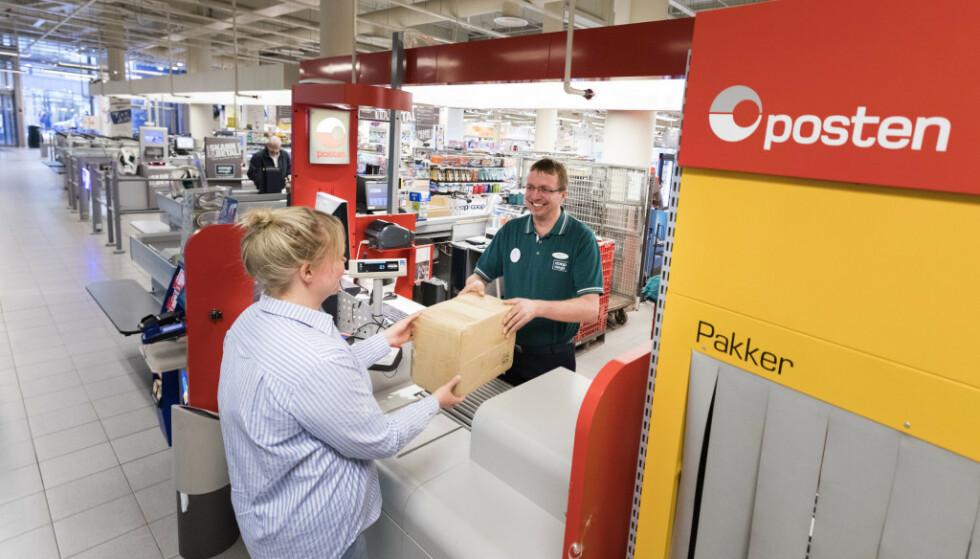 Posten frykter at folk ikke vil hente pakker når de oppdager at de må betale toll og moms. FOTO: NTB scanpix