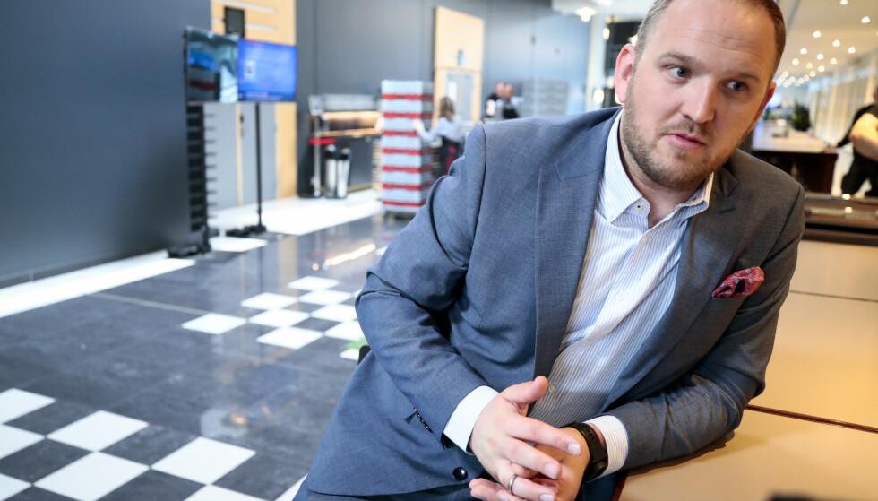 ULOVLIG: Samferdselsminister Jon Georg Dale (Frp) sier det er ulovlig å bruke bompenger på priskutt for kollektivtransport. Her fra partiets landsmøte i mai. Foto: Lise Åserud / NTB scanpix