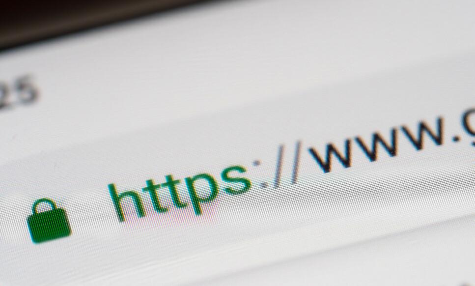 SIKKERHETSTILTAK: Flere norske kommuner mangler det såkalte SSL-sertifikatet eller omdirrigering på nettsidene sine. Hvorfor er dette et problem? Les saken under for å få svar. Foto: Shutterstock/NTB Scanpix.