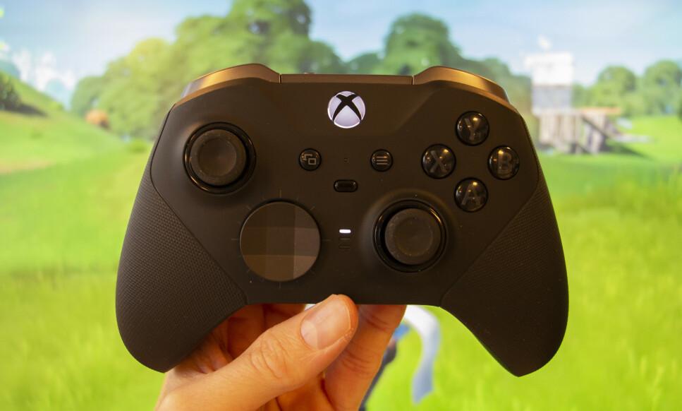 VERDENS BESTE?: Det er få, om noen, spillkontrollere som kan matche kvaliteten til Xbox Elite Controller Series 2, mener vår anmelder. Foto: Martin Kynningsrud Størbu