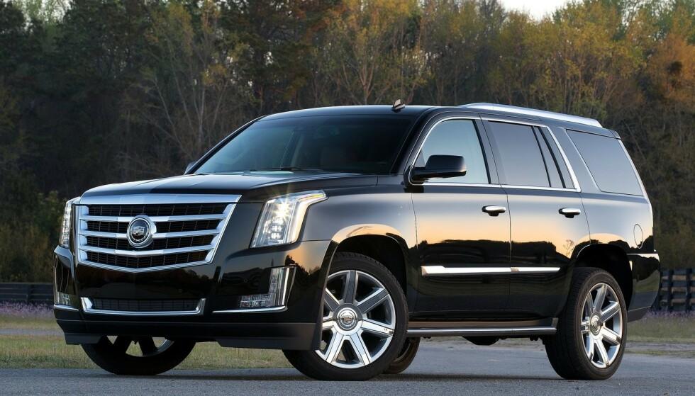 MODEN FOR UTSKIFTNING: Escalade er amerikanske kjendisers foretrukne måte å fraktes i. En rammebygget lastebil, forkledt krom og blank lakk. I 2021 kommer ny modell, også i elektrisk utgave. Foto: Cadillac.