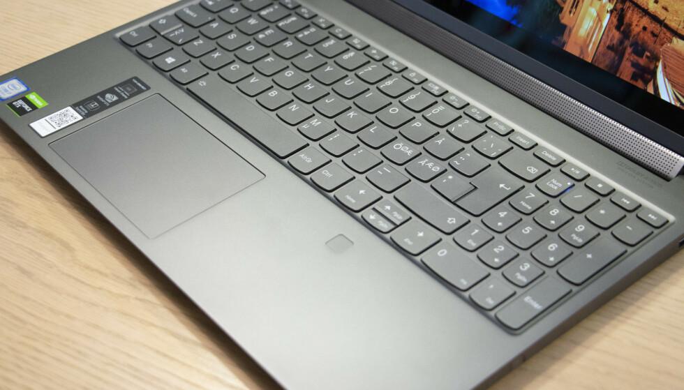 C940: PC-en er såpass stor at det er plass til numerisk flate. Styreflaten er plassert rett nedenfor tastaturet. Foto: Martin Kynningsrud Størbu